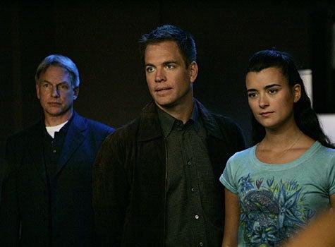 """NCIS - Season 5, """"Ex-File"""" - Mark Harmon as Gibbs, Michael Weatherly as Anthony Dinozzo, Cote de Pablo as Ziva David"""