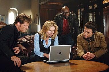 "V - Season 1 - ""It's Only the Beginning"" - Joel Gretsch, Elizabeth Mitchell, Morris Chestnut, David Richmond-Peck"