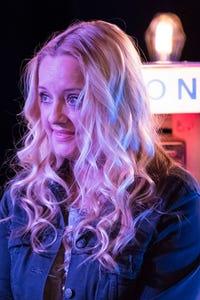 Lucy Davis as Vicky Woodward