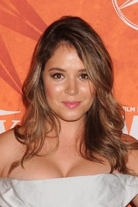 Kether Donohue as Leanne
