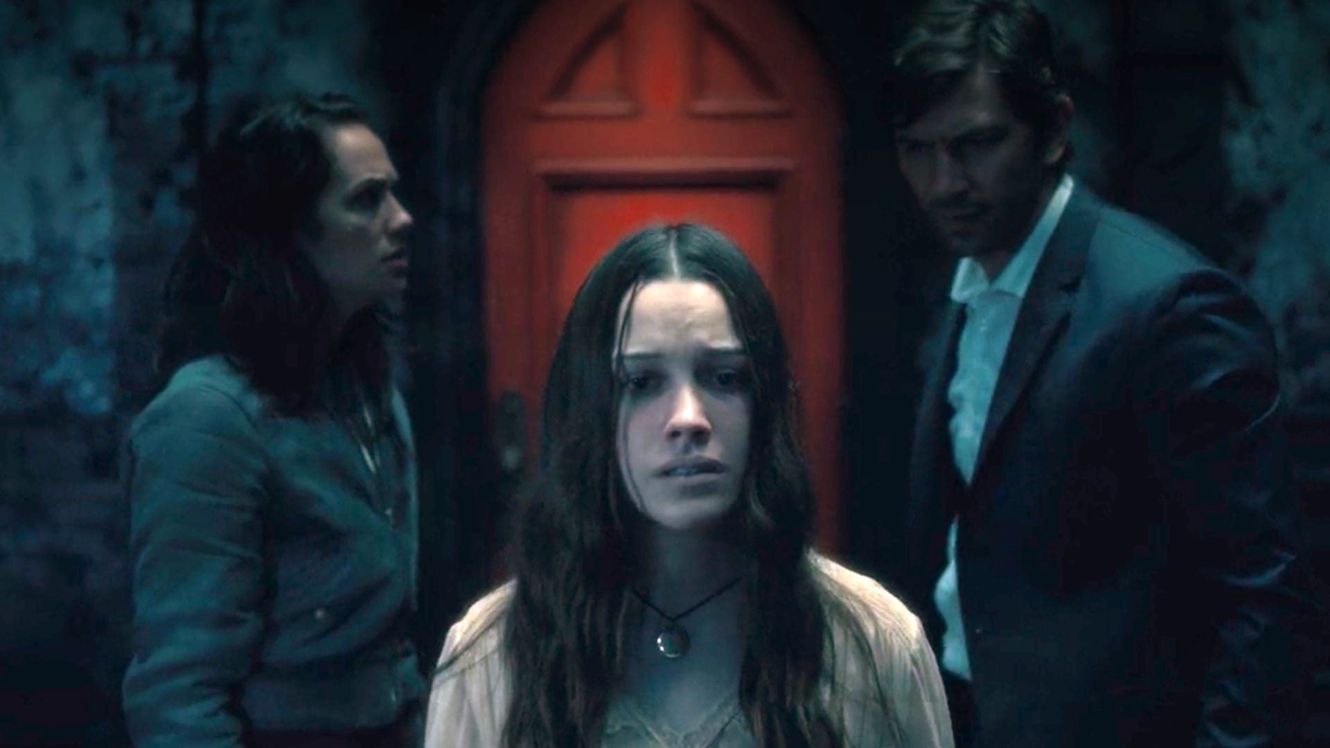 Kate Siegel, Victoria Pedretti and Michiel Huisman, The Haunting of Hill House