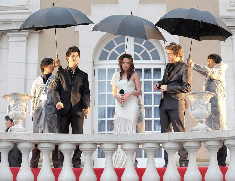"Taylor Lautner, Kristen Stewart and Robert Pattinson attend the ""Twilight"" Japan Premiere at Ebisu Garden Place on February 27, 2009 in Tokyo, Japan."