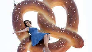 Crazy Ex-Girlfriend Mega Buzz: Rebecca Teams Up with an Unlikely Ally for Revenge